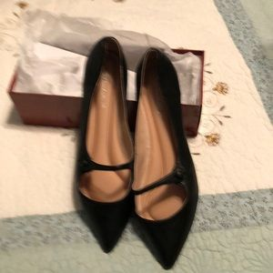 Size 11 adorable black flats with pointy toes, New